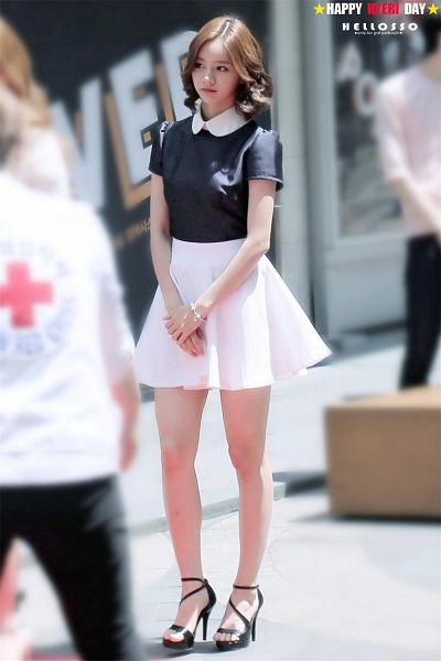 Tags: K-Pop, Girls' Day, Lee Hyeri, Looking Away, Bare Legs, Shoes, Black Footwear, High Heels, White Skirt, Bracelet, Skirt, Clasped Hands