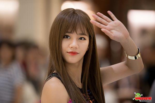 Tags: K-Pop, Girls' Day, Lee Hyeri, Wave, Bare Shoulders, Bracelet, Red Lips, Sleeveless Shirt, Sleeveless, Soramame