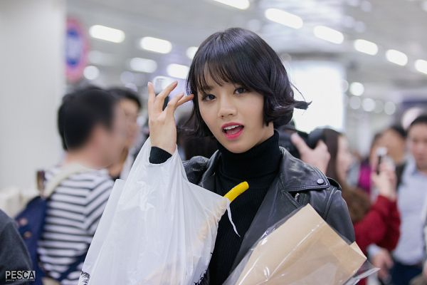Tags: K-Pop, Girls' Day, Lee Hyeri, Hand In Hair, Sweater, Leather Jacket, Bag, Black Jacket, Pesca