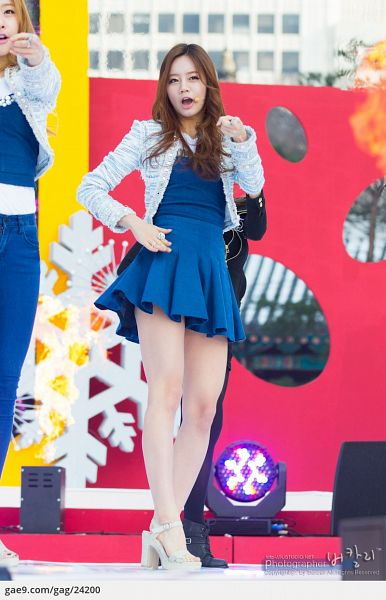 Tags: K-Pop, Girls' Day, IU, Lee Hyeri, Pointing, Pleated Skirt, Skirt, Cardigan, Ring, White Footwear, Blue Shirt, Blue Outerwear