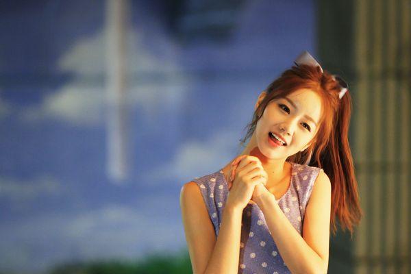 Tags: K-Pop, Girls' Day, Lee Hyeri, Looking Away, Sleeveless Dress, Spotted, Purple Dress, Sleeveless, Head Tilt, Hair Ornament, Clasped Hands, Hair Bow