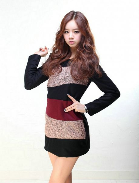 Tags: K-Pop, Girls' Day, Lee Hyeri, Black Outfit, Hand On Waist, Light Background, Bare Legs, Make Up, White Background, Striped Dress, Crossed Legs (Standing), Black Dress