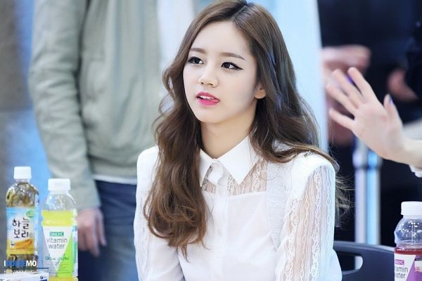 Tags: K-Pop, Girls' Day, Lee Hyeri, Looking Up, Drinks, Bottle, Sitting On Chair, Tongue, Chair, Idoleemo