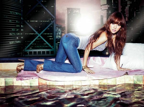 Tags: K-Pop, Lee Hyori, Jeans, High Heels, Blue Pants, Bracelet, Suggestive, Butt, Crawling