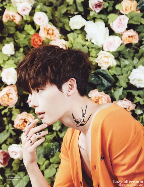 Tags: K-Drama, Lee Jong-suk, Looking Ahead, Tattoo, Shirtless (Male), Side View, Bare Shoulders, Flower, Floral Background, Android/iPhone Wallpaper