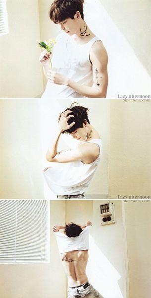 Tags: K-Drama, Lee Jong-suk, Sleeveless, Looking Down, Sleeveless Shirt, Jeans, Bare Back, Light Background, Flower, Undressing, White Background, Gray Pants