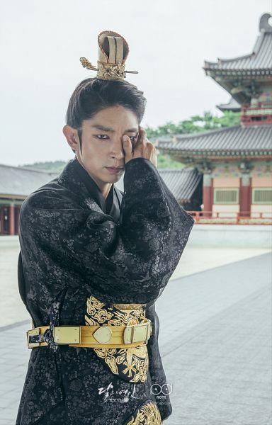 Tags: K-Drama, Lee Jun-ki, Single Bun, Hand On Cheek, Looking Ahead, Long Sleeves