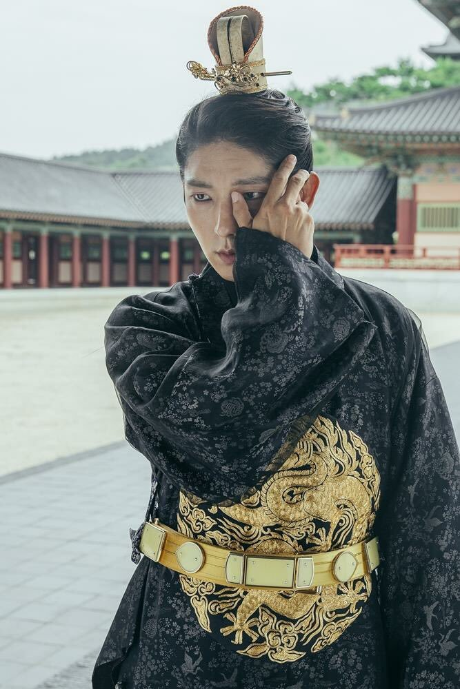 Tags: K-Drama, Lee Jun-ki, Traditional Clothes, Hair Up, Korean Clothes, Hand On Cheek, Single Bun, Standing, Looking Ahead, Black Outfit, Belt, Hand On Head
