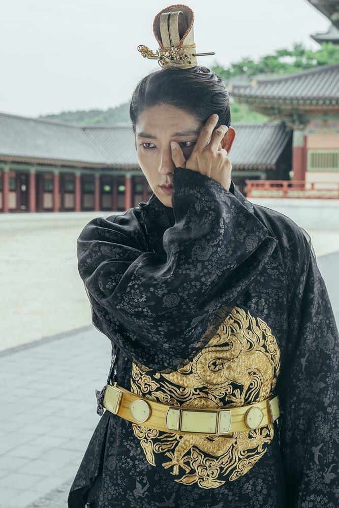 Tags: K-Drama, Lee Jun-ki, Standing, Hand On Head, Black Outfit, Palace