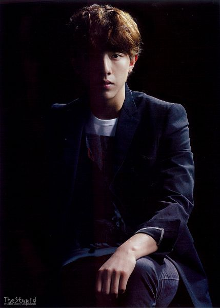 Tags: K-Pop, CNBLUE, Lee Jung-shin, Jeans, Dark Background, Black Background, Black Jacket, Android/iPhone Wallpaper