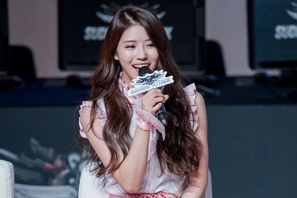 Tags: K-Pop, Lovelyz, Lee Mijoo, Microphone