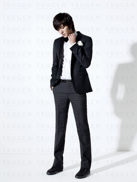 Tags: K-Drama, Lee Min-ho, Gray Pants, Hand In Pocket, Black Outerwear, Bow Tie, Checkered, Belt, Shadow, Checkered Pants, Black Jacket, Android/iPhone Wallpaper