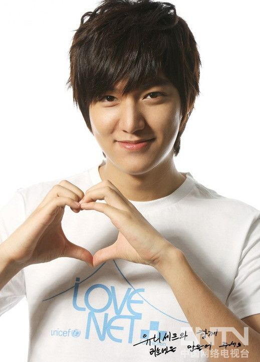 Tags: K-Drama, Lee Min-ho, Short Sleeves, Heart Gesture