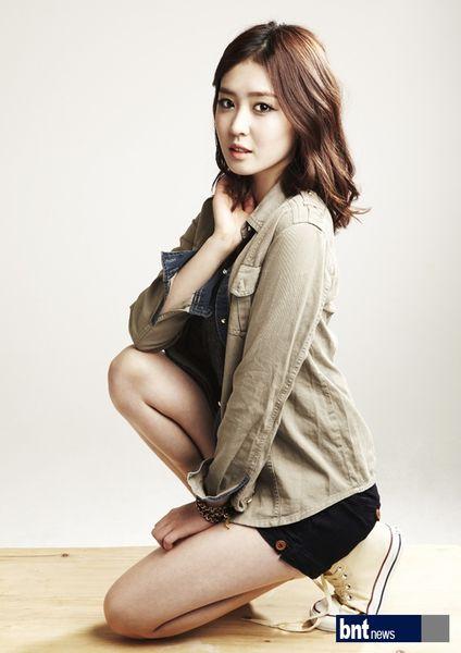 Tags: K-Drama, Lee Seul-bi, Light Background, Brown Outerwear, White Background, Kneeling, Shorts, Black Shorts, Bracelet