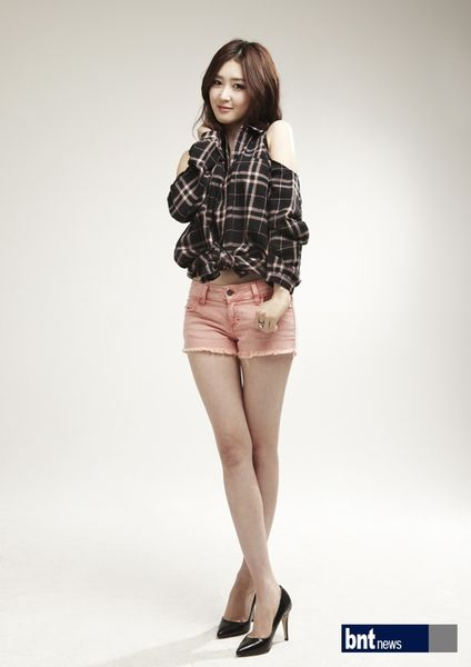 Tags: K-Drama, Lee Seul-bi, Shorts, Crossed Legs (Standing), Pink Shorts, High Heels, Brown Shirt, Plaided Print, Light Background, White Background, Hand On Neck