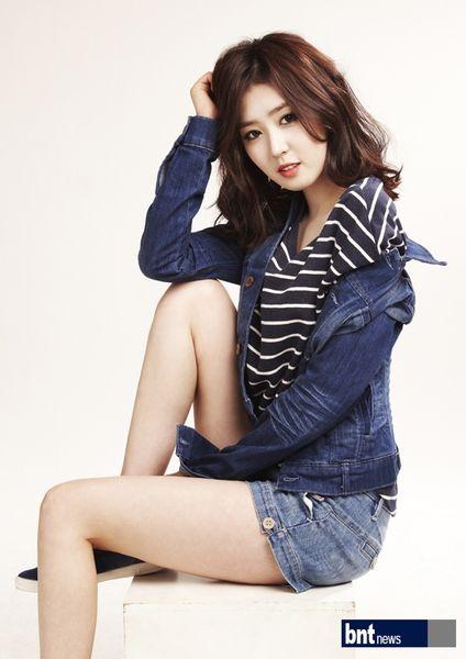 Tags: K-Drama, Lee Seul-bi, Striped Shirt, Arm Support, Blue Shorts, Light Background, Striped, White Background, Denim Shorts, Blue Jacket, Shorts, Denim Jacket