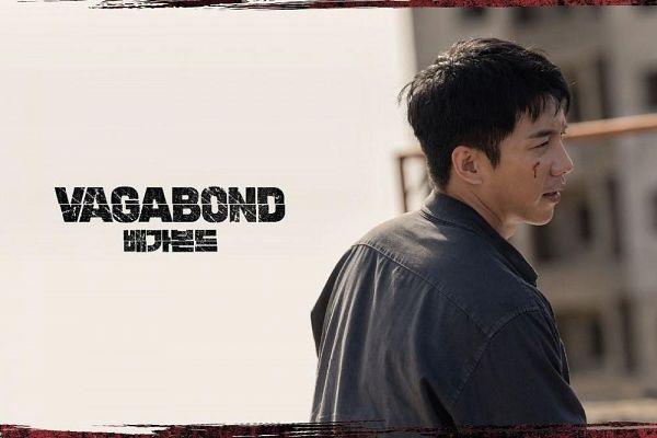 Tags: K-Drama, Lee Seung-gi, Side View, Injury, Gray Shirt, Blood, Korean Text, Text: Series Name, English Text, Vagabond