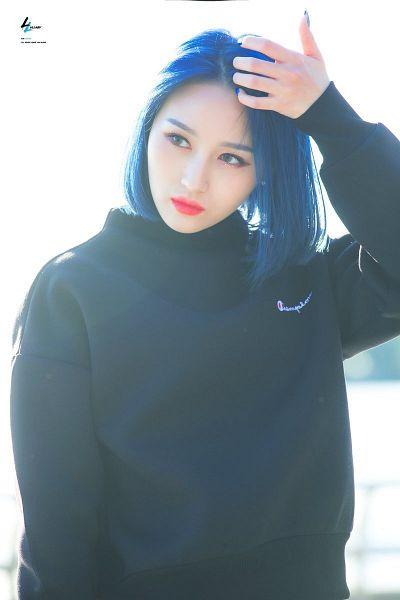 Tags: K-Pop, Dreamcatcher, Lee Siyeon, Looking Away, Make Up, Hand In Hair, Medium Hair, Blue Hair, Black Outerwear, Hood, Light Background, Blue Eyes