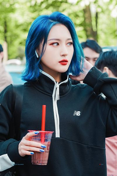 Tags: K-Pop, Dreamcatcher, Lee Siyeon, Make Up, Looking Away, Medium Hair, Black Outerwear, Black Jacket, Drinks, Nail Polish, Hand In Hair, Earbuds