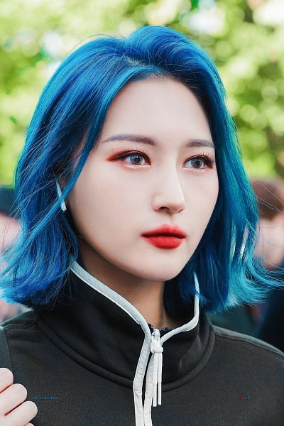 Tags: K-Pop, Dreamcatcher, Lee Siyeon, Black Jacket, Black Outerwear, Blue Hair, Earbuds, Looking Ahead, Medium Hair, Outdoors, Red Lips