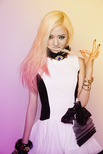 Tags: Bad Girl (Ladies Code), Lee So-jung, White Dress, Hair In Mouth, White Outfit, Android/iPhone Wallpaper