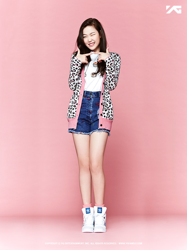 Tags: YG Entertainment, K-Pop, Hi Suhyun, Akdong Musician, Lee Suhyun, Pink Background, Multi-colored Jacket, Shoes, Denim Shorts, Socks, White Footwear, Sneakers