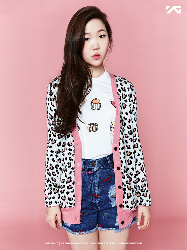 Tags: YG Entertainment, K-Pop, Hi Suhyun, Akdong Musician, Lee Suhyun, Jeans, Pink Background, I'M Different (Song), Multi-colored Jacket, English Text, Pouting, Shorts