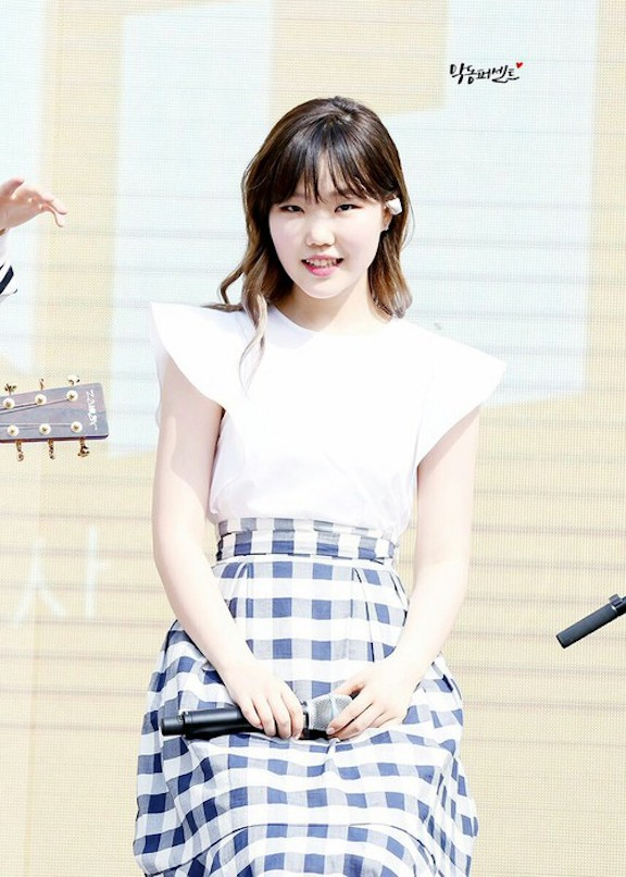 Tags: YG Entertainment, K-Pop, Akdong Musician, Lee Suhyun, Looking Ahead, Plaided Print, Checkered Skirt, Skirt, Checkered, Live Performance