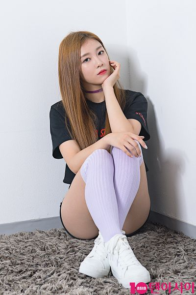 Tags: K-Pop, Real Girls Project, Lee Suji, Bent Knees, Blonde Hair, Arm Support, White Footwear, Sitting, Choker, Sitting On Ground, Magazine Scan, 10asia + Star