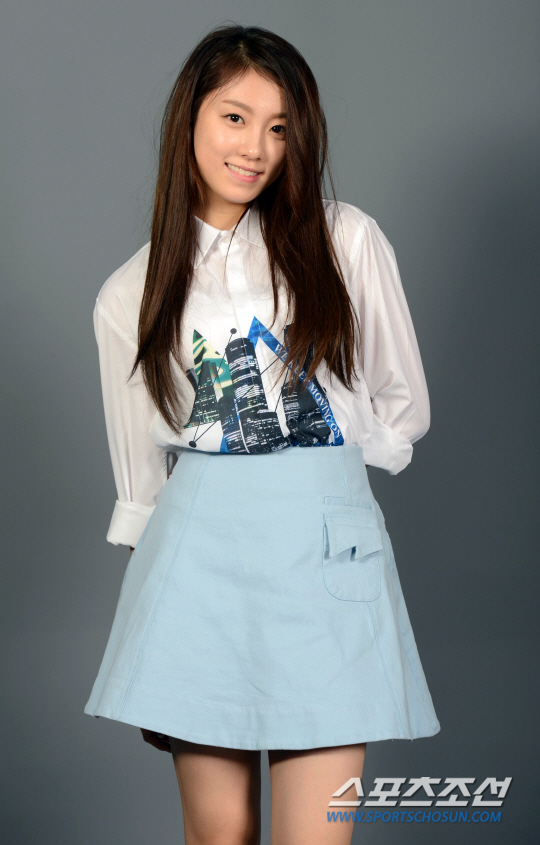 Tags: K-Pop, The Ark, Lee Suji, Skirt, Blue Skirt, Gray Background