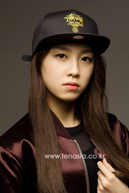 Tags: K-Pop, The Ark, Lee Suji, Brown Outerwear, Closed Mouth, Black Headwear, Gray Background, Black Shirt, 10asia + Star, Magazine Scan