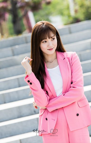Tags: K-Drama, Lee Sung-kyung, Pink Pants, Stairs, Text: Series Name, Looking Ahead, Pink Outerwear, Android/iPhone Wallpaper, Doctors