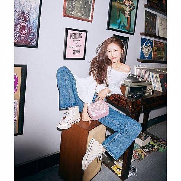 Tags: MAKEUS Entertainment, K-Pop, Lee Sunmi, Jeans, Bag, ORYANY