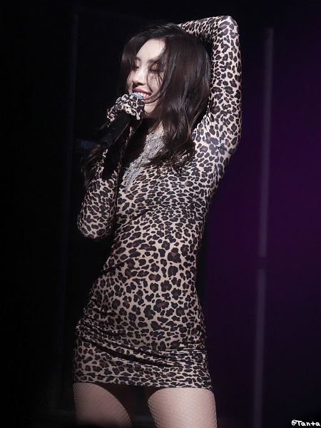 Tags: K-Pop, Lee Sunmi, Fishnets, Brown Outfit, Eyes Closed, Brown Dress, Necklace, Pantyhose
