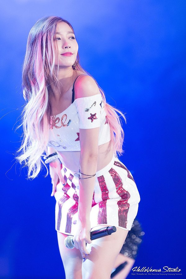 Tags: K-Pop, Hello Venus, Lee Yooyoung, Midriff, Skirt, White Skirt, Multi-colored Hair, Hand On Leg, Looking Away, Striped Skirt, Blue Background, Hand On Hip