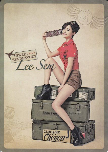 Tags: K-Pop, Nine Muses, Leesem, Frame, Hat, Red Shorts, Text: Artist Name, Brown Background, Android/iPhone Wallpaper