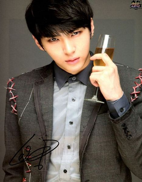 Tags: K-Pop, VIXX, Leo, Gray Outerwear, Gray Background, Wine, Text: Artist Name, Signature, Gray Jacket, Alcohol, Gray Shirt