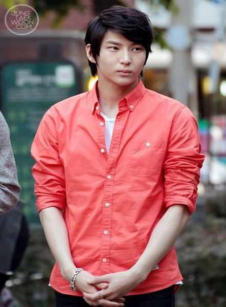 Tags: K-Pop, VIXX, Leo, Red Shirt, Ring, Looking Away, Black Pants, Bracelet, Clasped Hands, Jeungtaekwoon.Com