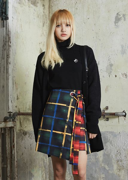 Tags: YG Entertainment, K-Pop, Black Pink, Lisa, Blunt Bangs, Bare Legs, Checkered, Bag, Turtleneck, Collar (Clothes), Checkered Shirt, Android/iPhone Wallpaper