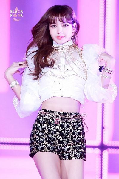 Tags: YG Entertainment, K-Pop, Black Pink, Lisa, Black Shorts, Ring, Shorts, Midriff, Belt, Holding Object, Necklace, Blunt Bangs