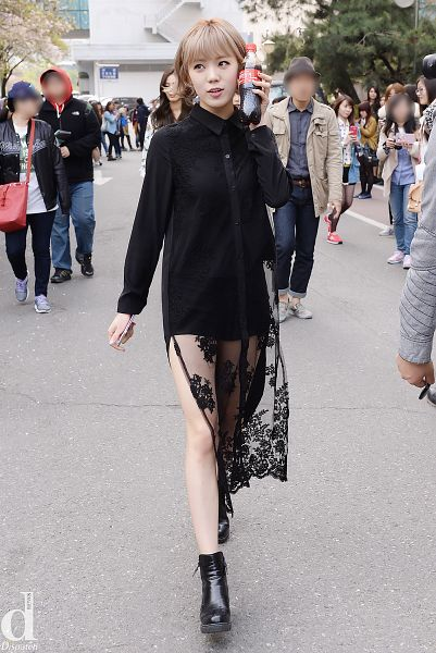 Tags: K-Pop, After School, Lizzy, Shoes, Black Footwear, Walking, Boots, Black Outfit, Phone, Looking Up, Black Dress, Bare Legs