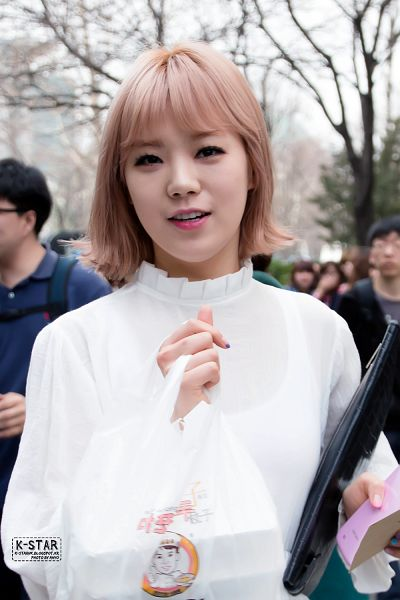 Tags: K-Pop, After School, Lizzy, Bag, Outdoors, Medium Hair, Ahyo, Android/iPhone Wallpaper