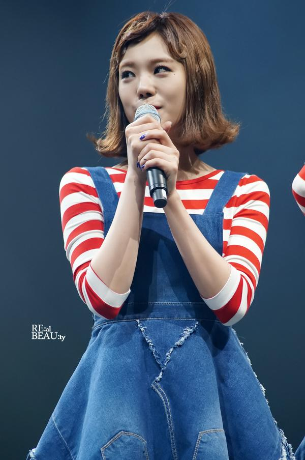 Tags: K-Pop, After School, Lizzy, Looking Away, Covering Mouth, Make Up, Medium Hair, Striped, Blue Background, Denim Dress, Nail Polish, Striped Shirt