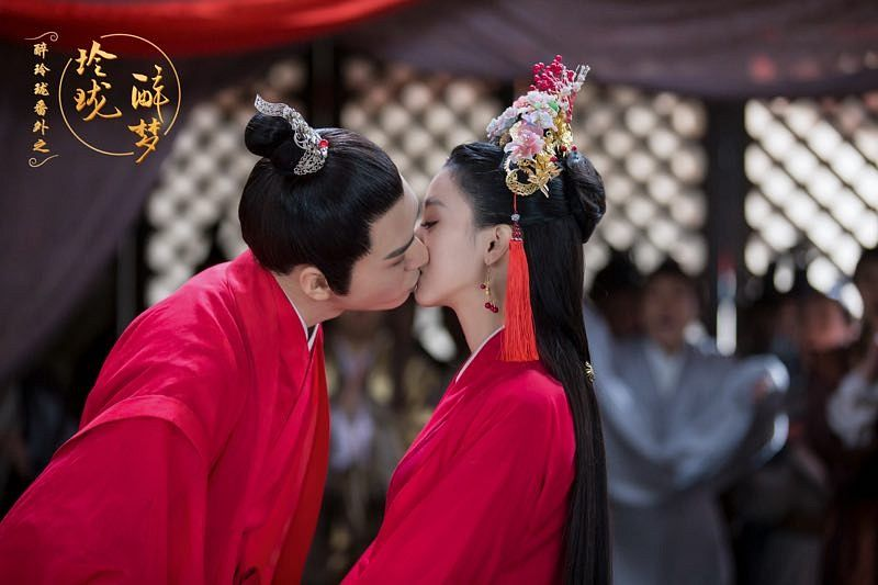 Tags: C-Drama, Xu Muchan, Gong Jun, Couple, Single Bun, Chinese Text, Red Dress, Chinese Clothes, Red Outfit, Hair Buns, Duo, Hair Up