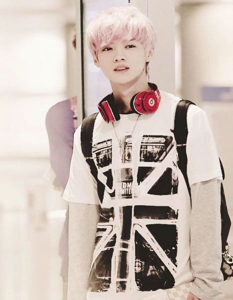 Tags: SM Town, K-Pop, EXO, Luhan, White Background, Headphones, Pink Hair, Headdress, Light Background, Looking Away