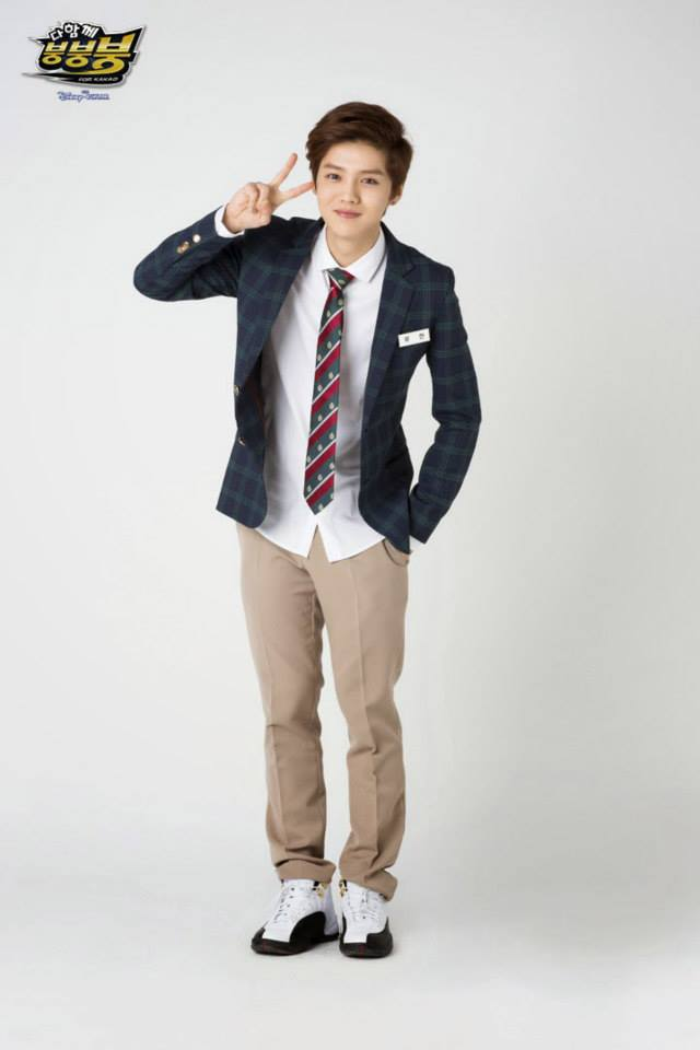 Tags: K-Pop, EXO, Luhan, Hand In Pocket, White Footwear, Gray Background, Red Neckwear, Brown Pants, Striped Neckwear, Striped, Sneakers, Checkered