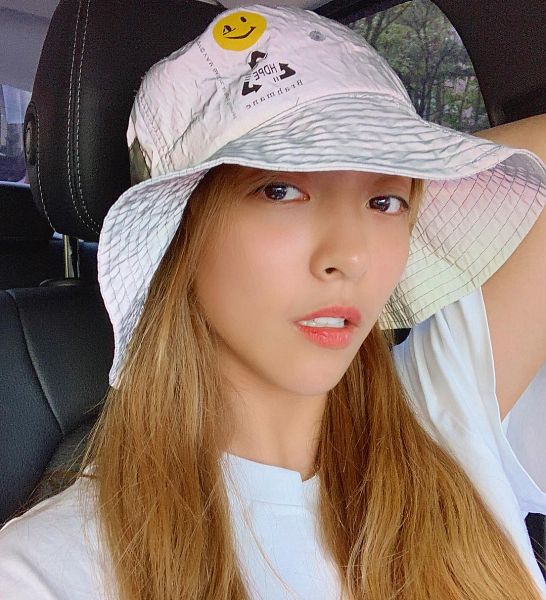Tags: K-Pop, f(x), Luna, Plant, Sitting On Chair, Hat, In Car, Chair, White Headwear, Tree, Selca, Instagram