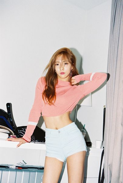 Tags: K-Pop, f(x), Luna, Crop Top, Midriff, Hand In Hair, Shorts, Navel, Android/iPhone Wallpaper, 4 Walls