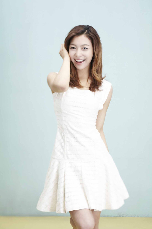Tags: K-Pop, f(x), Don't Cry For Me, Luna, White Dress, Blue Background, Medium Hair, White Outfit, Hand In Hair
