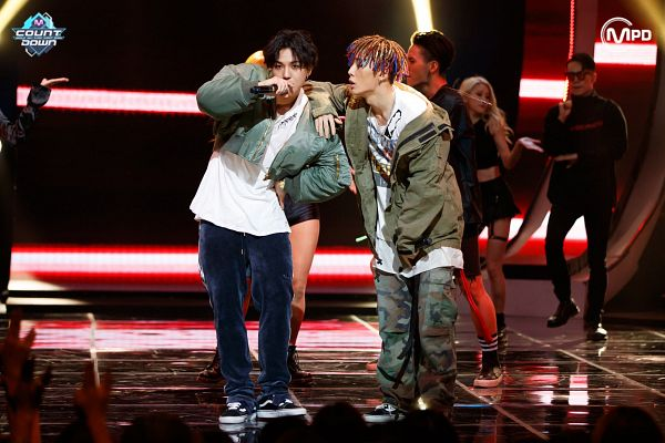 Tags: YG Entertainment, Television Show, K-Pop, iKON, Winner, MOBB, Bobby, Song Minho, Sneakers, Hand On Hip, Blue Pants, Holding Object